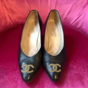 CHANEL Shoes - Vintage CHANEL Black Leather Pumps
